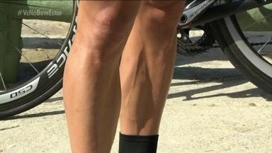 Por que os atletas estão sempre depilados? - Alguns estudos apontam que retirar os pelos pode melhorar o desempenho em algumas modalidades. Isso porque os pelos aumentam a resistência com a água, na natação, e com o ar, no ciclismo.