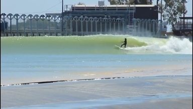 Ian Gouveia pega altas ondas na piscina de Kelly Slater - Ian Gouveia pega altas ondas na piscina de Kelly Slater