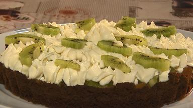 Durante a colheita do kiwi aprenda a receita de 'kiwinoffi' - Cai a produção da fruta no Paraná, mas a qualidade está melhor