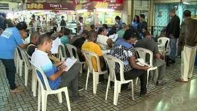 Desemprego volta a subir e atinge quase 13,7 milhões de brasileiros, diz IBGE - O desemprego voltou a subir e atinge 13,689 milhões de brasileiros, segundo o IBGE.