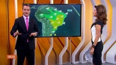Confira a previsão do tempo - Uma frente fria vai levar chuva para o Rio Grande do Sul. De Santa Catarina até o Rio de Janeiro, tempo bem firme, com muito sol. No Nordeste há previsão de chuva para todo o litoral.