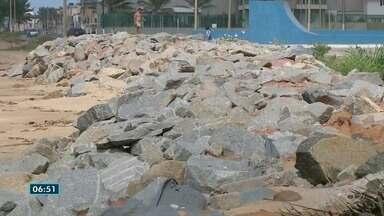 Erosão aumenta e causa estragos em Marataízes, ES - Prefeitura disse que aguarda estudo da Instituto Nacional de Pesquisas Hidroviárias (INPH).