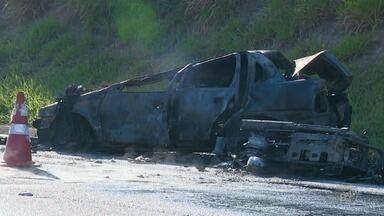 Acidente deixa mortos na Rodovia Santos Dumont, em Campinas - Colisão entre carro e moto foi perto do Aeroporto de Viracopos.