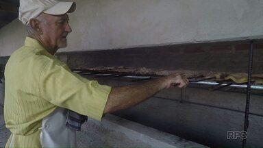 Moradores comemoram o Dia do Trabalhador com churrasco em Foz do Iguaçu - Festa no bairro 1º de maio já é tradicional.
