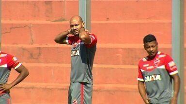 Atacante Felipe Silva já treina no Vila Nova - Jogador de 1,93m é a última contratação da diretoria colorada.