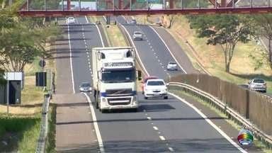 Operação da Polícia Rodoviária fiscaliza movimentação em rodovias - Objetivos da ação são reduzir acidentes e combater a embriaguez ao volante.