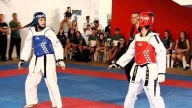 Seleção brasileira de taekwondo treina em Goiânia - Atletas goianos trocam experiência com medalhistas olímpicos.