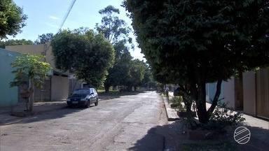 Mulher é assaltada com bebê de 11 meses no colo, em Campo Grande - Suspeitos foram presos. Eles estavam com arma de brinquedo e moto empresta de parente.