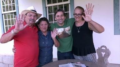 Família mostra fotos de infância de Murilo Rosa - Ator aproveita a presença dos tios na fazenda, comenta momentos de quando era criança e ainda se diverte com os erros de gravação da matéria