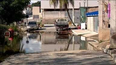 Nível da Lagoa Juparanã não diminui e preocupa moradores - A água já invadiu casas ribeirinhas ao Rio Pequeno.