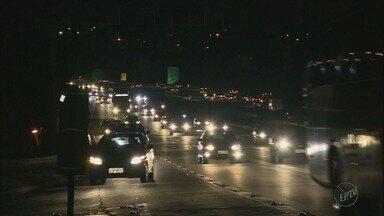 Movimentação é intensa nas rodovias de SP na volta do feriadão do Dia do Trabalho - Rodovia Anhanguera deve ter trânsito pesado até as primeiras horas da manhã desta quarta-feira (2).