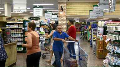 Preço da cesta básica diminui em Londrina - A pesquisa mostrou que no mês de abril a maioria dos itens analisados ficou mais em conta.