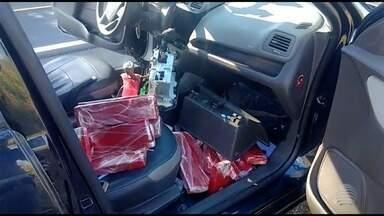 Motorista é preso com 31 tabletes de maconha em carro - Abordagem foi em Pirapozinho.