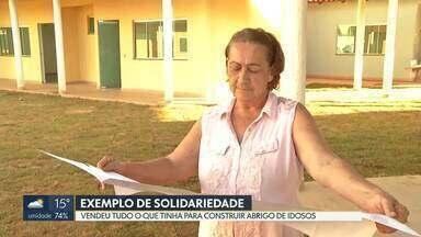 Voluntária constrói abrigo de idosos em Águas Lindas - GO - Dona Madalena, de 69 anos, viu reportagem sobre maus tratos a idosos e resolveu vender tudo o que tinha para construir um lar dos velhinhos.