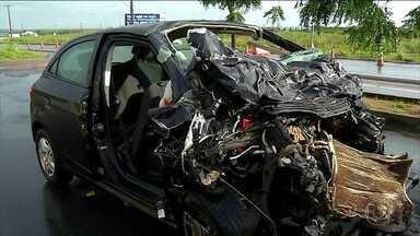 Acidentes em rodovias no feriadão deixam 60 mortos e mais de 600 feridos - O balanço parcial da Polícia Rodoviária Federal mostra que o feriadão do Dia do Trabalhador foi violento nas estradas federais. Entre 0h de sexta (27) e 0h de segunda (30), foram 734 acidentes, 916 feridos e 60 mortes.