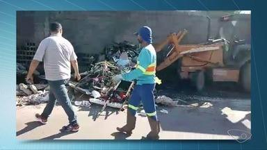 Prefeitura da Serra faz limpeza de lixão no bairro Jardim Limoeiro - Limpeza aconteceu nesta quarta-feira (2).