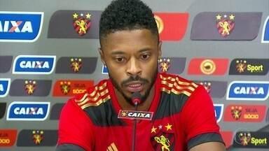 Michel Bastos é apresentado na Ilha do Retiro pelo Sport - Jogador tem perfil semelhante ao de outros que passaram no Leão