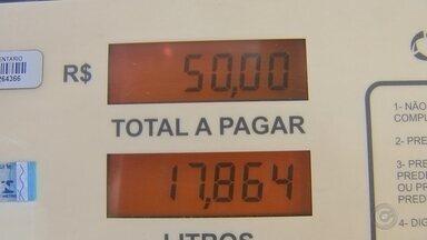 Preço do litro do álcool parou de subir na região de Itapetininga - Boa notícia para os motoristas da região de Itapetininga (SP). Abastecer o carro com álcool já não pesa tanto quanto antes.