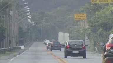 Mogi-Bertioga tem pistas liberadas após 21 dias de interdição - Liberação ocorreu por volta das 16h40. Ao todo, rodovia já teve quatro deslizamentos de grande porte em 2018.