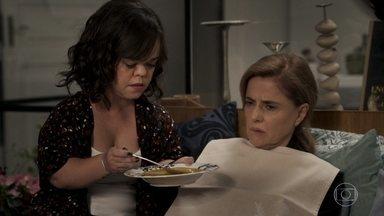 Estela e Amaro cuidam de Sophia - A vilã afirma que vai se livrar das acusações de homícidio