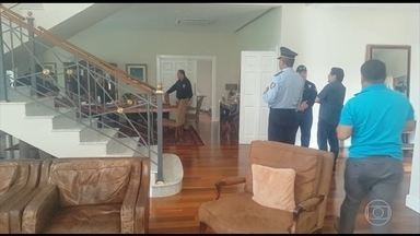 Polícia do Paraguai faz buscas na casa do doleiro Darío Messer - Ele está foragido e é o principal alvo da operação que investiga esquema de remessa ilegal de dinheiro.