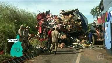 Quatro pessoas morrem em acidente no Tocantins - Um ônibus bateu de frente com um caminhão na rodovia BR 153 em Colinas do Tocantins