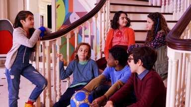 Gênios da Bola - Após receber uma advertência, os tutores tentam implementar esportes na Escola de Gênios. Depois de uma primeira tentativa frustrada, Isaac tem uma ideia para resolver o problema e impressiona Alice.