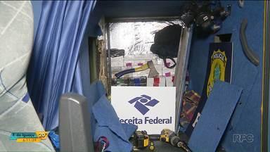 Aparelhos celulares são encontrados em fundo falso de ônibus - O produto contrabandeado partiu de Foz do Iguaçu.