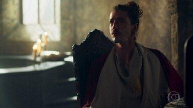 Rodolfo manda investigar a morte de Constantino - Guardas encontram o corpo do Duque dentro da cela