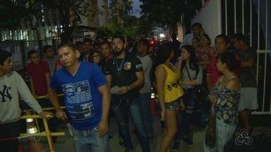 Vários eleitores fazem fila para atendimento no TRE-AM em Manaus - Eleitores deixaram para realizar procedimentos no último dia.