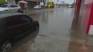 Oito pontos de alagamento são registrados durabnte forte chuva em Macapá - De acordo com a Defesa Civil da cidade, só na Zona Sul choveu cerca de 80 milímetros em seis horas. A preocupação são com possíveis transbordamento dos canais.