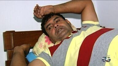 Homem que morreu a espera de cirurgia é velado em Itumbiara - Ele tinha um problema grave no coração, mas sofreu muito com atrasos para fazer a cirurgia por falta de material no hospital.