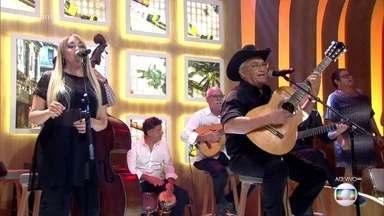 Buena Vista Social Club canta 'El Carretero' - Grupo cubano faz turnê de despedida