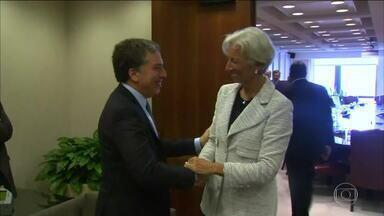 Ministro argentino se encontra com diretora do FMI para discutir socorro ao país - Nicolas Dujovne e Christine Lagarde se reuniram em Washington, nos EUA. Empréstimo à Argentina pode chegar a US$ 30 bilhões. Em troca, FMI deve exigir reformar prometidas por Macri para melhorar contas públicas e controlar inflação.