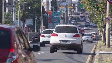 Mais de 200 ruas de Curitiba terão asfalto recuperado até o fim do ano - Muitas ruas ainda não têm asfalto.