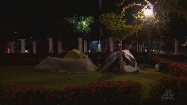 Praça da Saudade é ocupada por imigrantes em Manaus - No acampamento improvisado, há cinco estrangeiros.