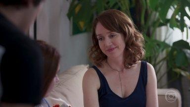 Gabriela revela segredo do passado a Alex e Flora - Os gêmeos ficam chocados ao saber que Gabriela perdeu um bebê antes do casamento. Alex pede desculpas por ter desconfiado da mãe