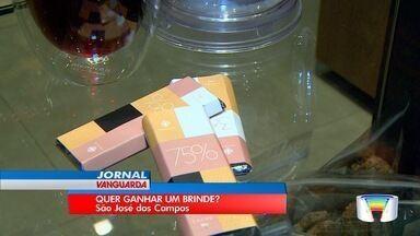 Depois do Natal, Dia das Mães é melhor data para comerciantes - Em São José, lojas dão brindes para atrair consumidores.
