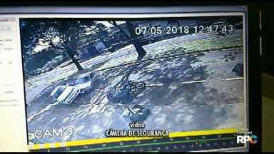 Vídeo: motorista bate em carro estacionado - Segundo a PM ele estava embriagado e foi preso