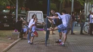 Papo 3 - Exercícios à noite: Ortopedista Alexandre Paiva dá dicas para praticar exercícios - Assista a entrevista.
