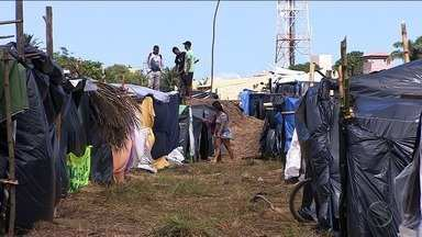 Ocupantes de invasão recebem notificação de reintegração de posse - Justiça concedeu a liminar à Prefeitura de Aracaju.