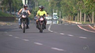 Sistema de informações de trânsito aponta que 25 motociclistas morrem por ano em Bauru - Dados do Infosiga, Sistema de Informações de Trânsito do Estado de São Paulo, mostram que em média, 25 motociclistas morrem por ano em Bauru, vítimas de acidentes.