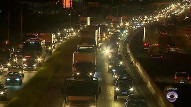 Movimento é intenso em rodovias do RS durante a saída para o Dia das Mães - Autoridades do trânsito pedem cautela aos motoristas.