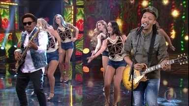 Edu Ribeiro canta 'Me Namora' - Plateia canta junto