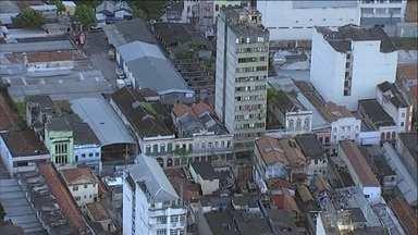 Prédio público perto do CML é dominado por traficantes no Rio - Edifício destinado a moradia popular virou ponto de venda de drogas, a poucos metros da Secretaria de Segurança Pública e do gabinete da intervenção federal.