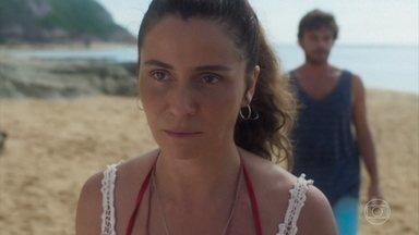 Luzia não deixa Beto se explicar e os dois acabam se separando - Karola avisa ao ex-namorado que vai para Salvador participar de uma cerimônia fúnebre em homenagem a ele