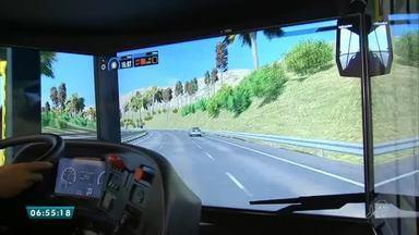 Motoristas de ônibus realizam treinamento através de simulação virtual - Saiba mais em g1.com.br/ce