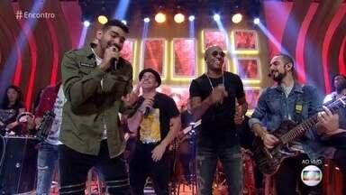 Sorriso Maroto canta 'Assim Você Mata o Papai' - Confira!