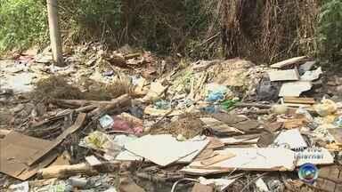 Visitantes deixam lixo espalhado em parque de Campo Limpo Paulista - Frequentadores do Parque Internacional, em Campo Limpo Paulista (SP), deixam lixo espalhado pelo local, problema que tem gerado reclamações.