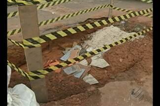 Moradores da passagem Mucajá, em Belém, denunciam buraco feito pela Cosanpa - Buraco se formou após vasamento. Companhia de Saneamento do Pará (Cosanpa) informou que fecharia o buraco, mas não realizou o serviço